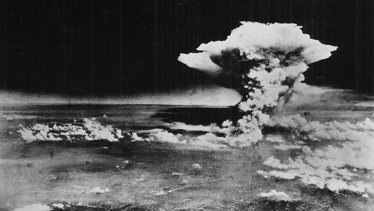 photo of the atomic bomb cloud over Hiroshima